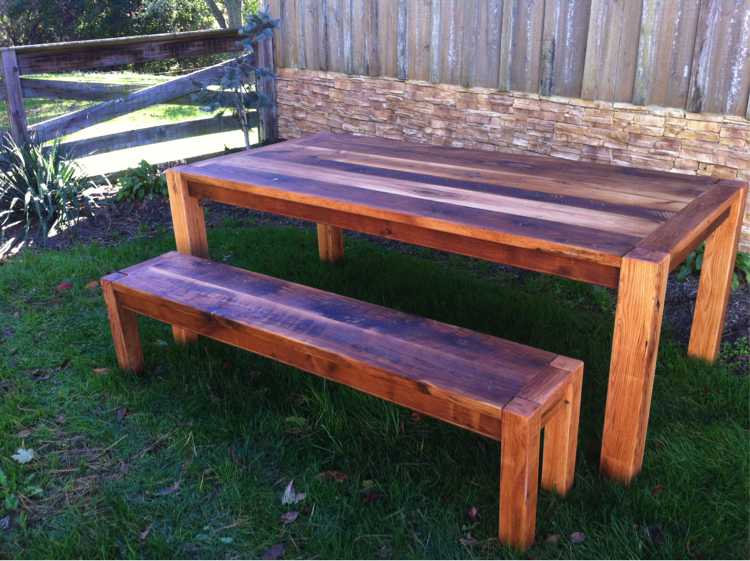 Barnwood furniture for your outdoor decor for Barnwood outdoor table